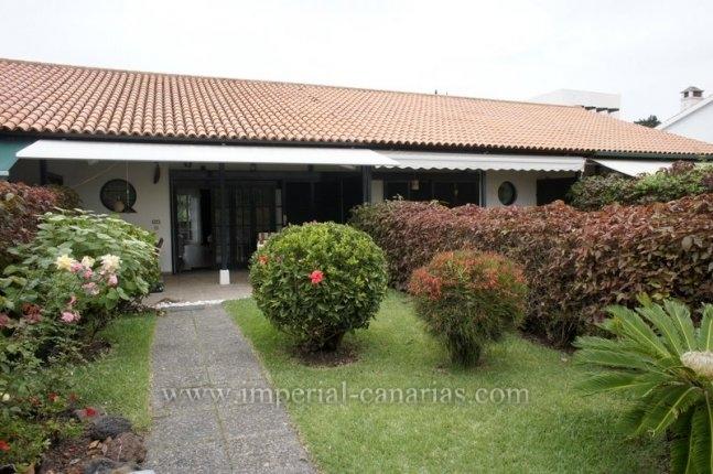 Bonito y soleado bungalow con jardin privado