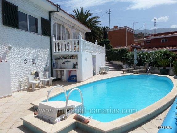 Schönes Chalet mit solarbeheiztem Pool und unverbaubarem Traumblick  in La Matanza.