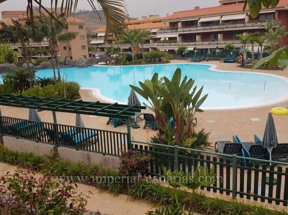 Beautiful apartment in a building with large swimming pools and beautiful gardens. Nearby there is supermarket and a Gymnasium  click to enlarge the image