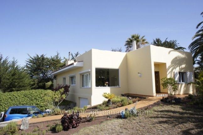 Chalet in Jardín del Sol  -  Modern villa with huge gardens in the best neighbourhood of Tacoronte!