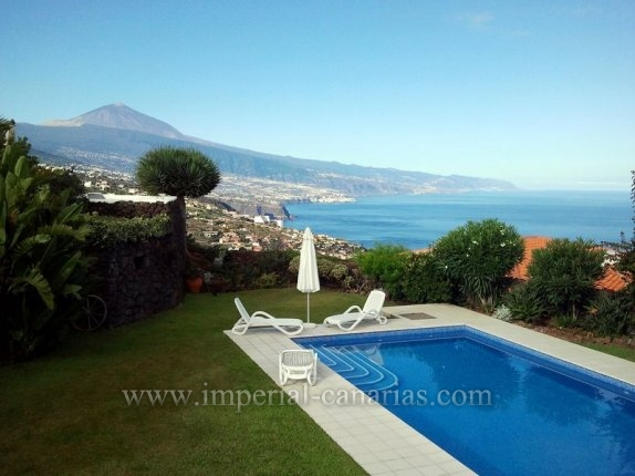Chalet in El Sauzal  -  Beautiful villa with pool, guest apartment and spectacular views.