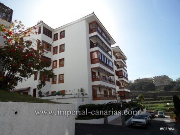 Apartment in El Tope  -  Apartment ideal for a family with three bedrooms and a large balcony overlooking the sea and the Teide.
