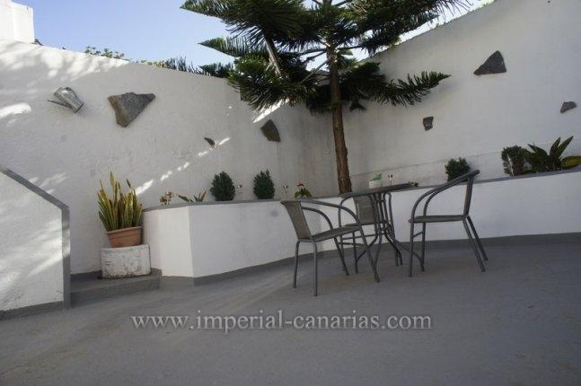 Schönes kürzlich renoviertes Haus mit privater Dachterrasse und großem Garten