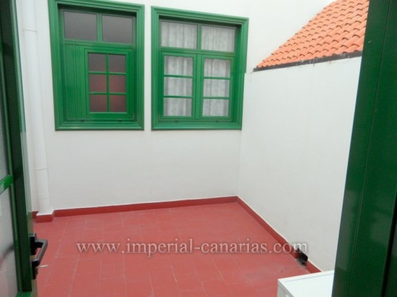 Geräumiges Apartment mit 2 Schlafzimmern  In der Altstadt. Nähe Platz und Busbahnhof.