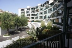 One bedroom apartment completely furnished with garage space in quiet area of El Tope.