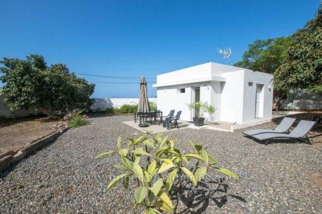 Casa terrera modernizada con jardín y vistas!