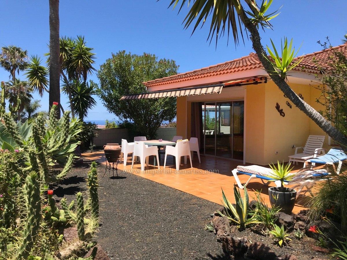 Einfamilienhaus mit Gästeappartement, Innenpool, grossen Terrassen und Garten in La Matanza