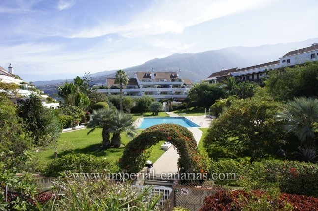 Enjoy living in this elegant and magnificent three bedroom apartment in a nice and quiet residential complex in Puerto de la Cruz.