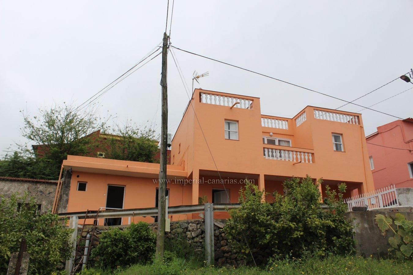 Casa terrera con su propia finca y bellas vistas en zona de Palo Blanco, Los Realejos.