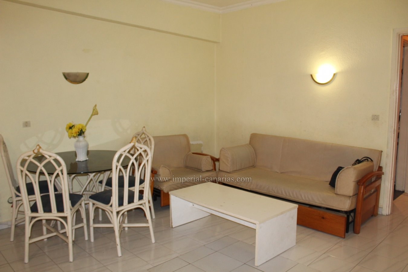 Who would not like to live in a very central located apartment near the Lake and Martianez Beach?