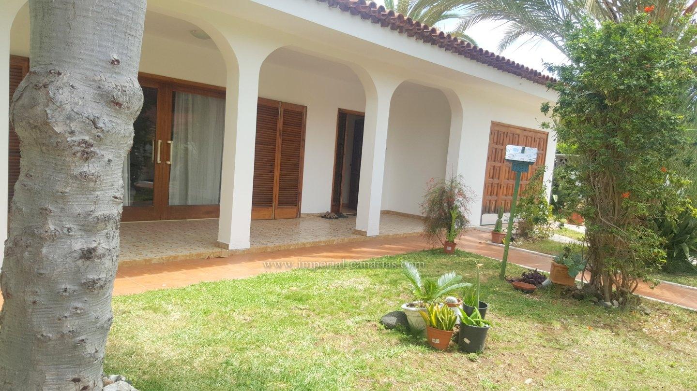 Spacious detached villa in comfortable area of Puerto de la Cruz without furnisher