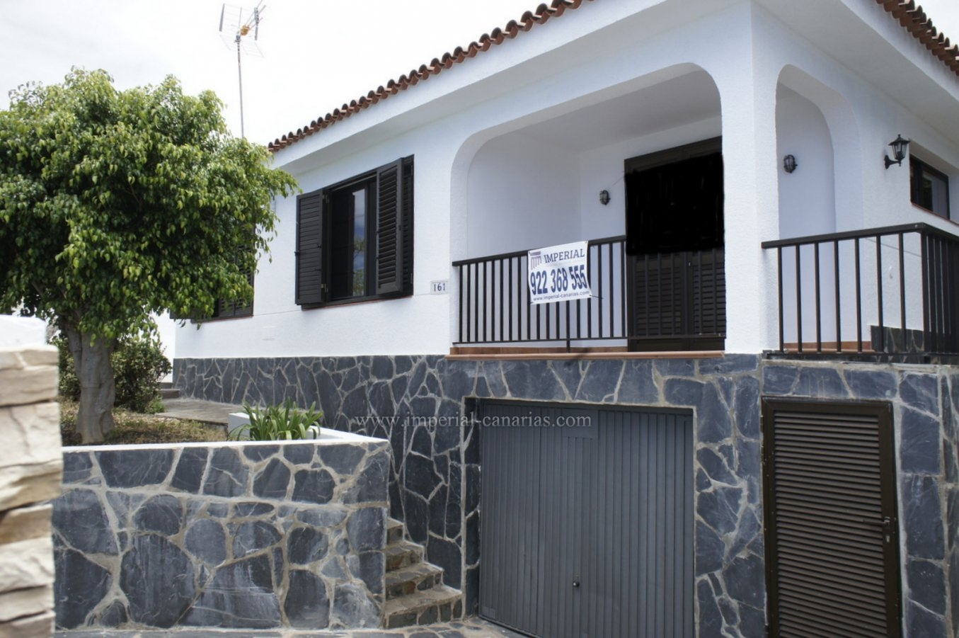 Handsome bungalow with private swimming pool!