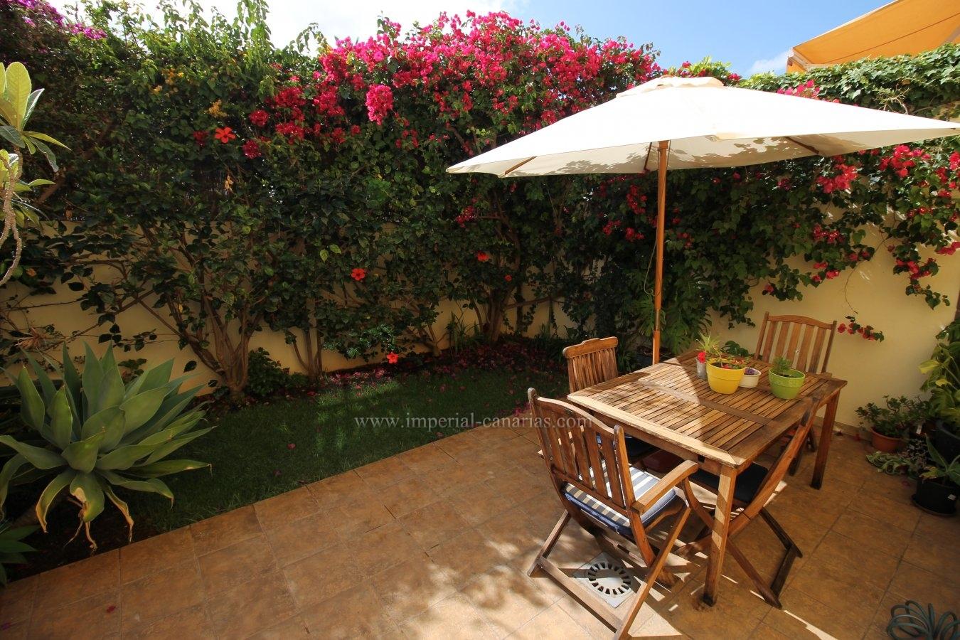 Encantador adosado con dos terrazas y un pequeño jardín donde disfrutar de la tranquilidad