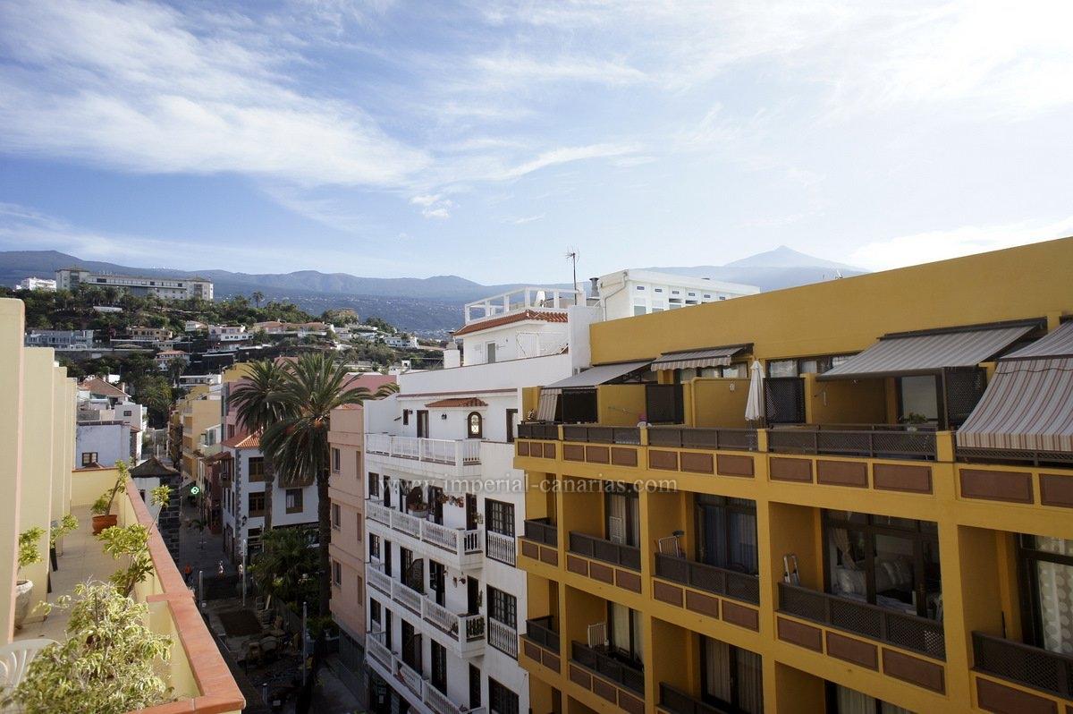 Disfrute de unas magníficas vistas desde la terraza de este coqueto ático