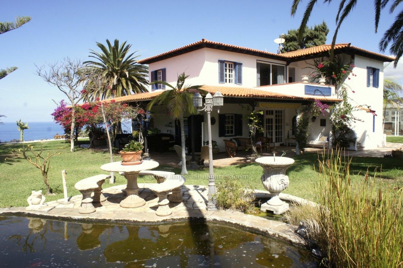 Grosszügiges Landhaus mit viel Garten und Pool!