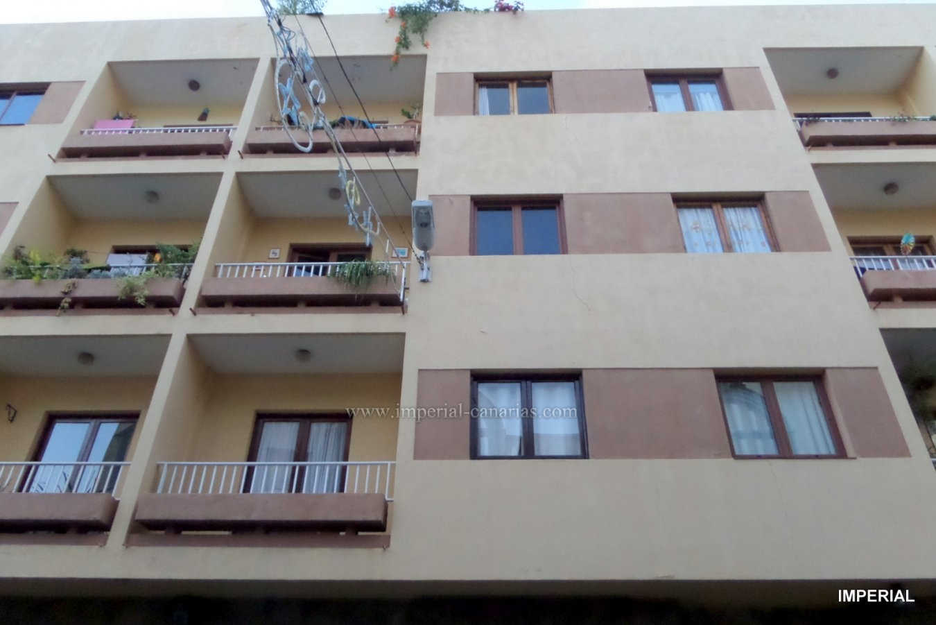 Large apartment well located for sale in the center of La Orotava.