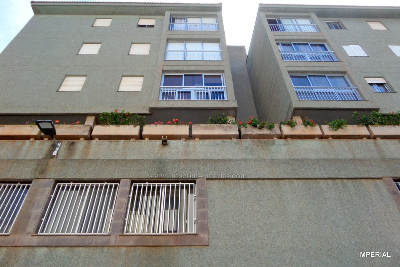 Two completely renovated joint apartments are sold for € 125,000 each. Located in the center of Pto. De La Cruz.