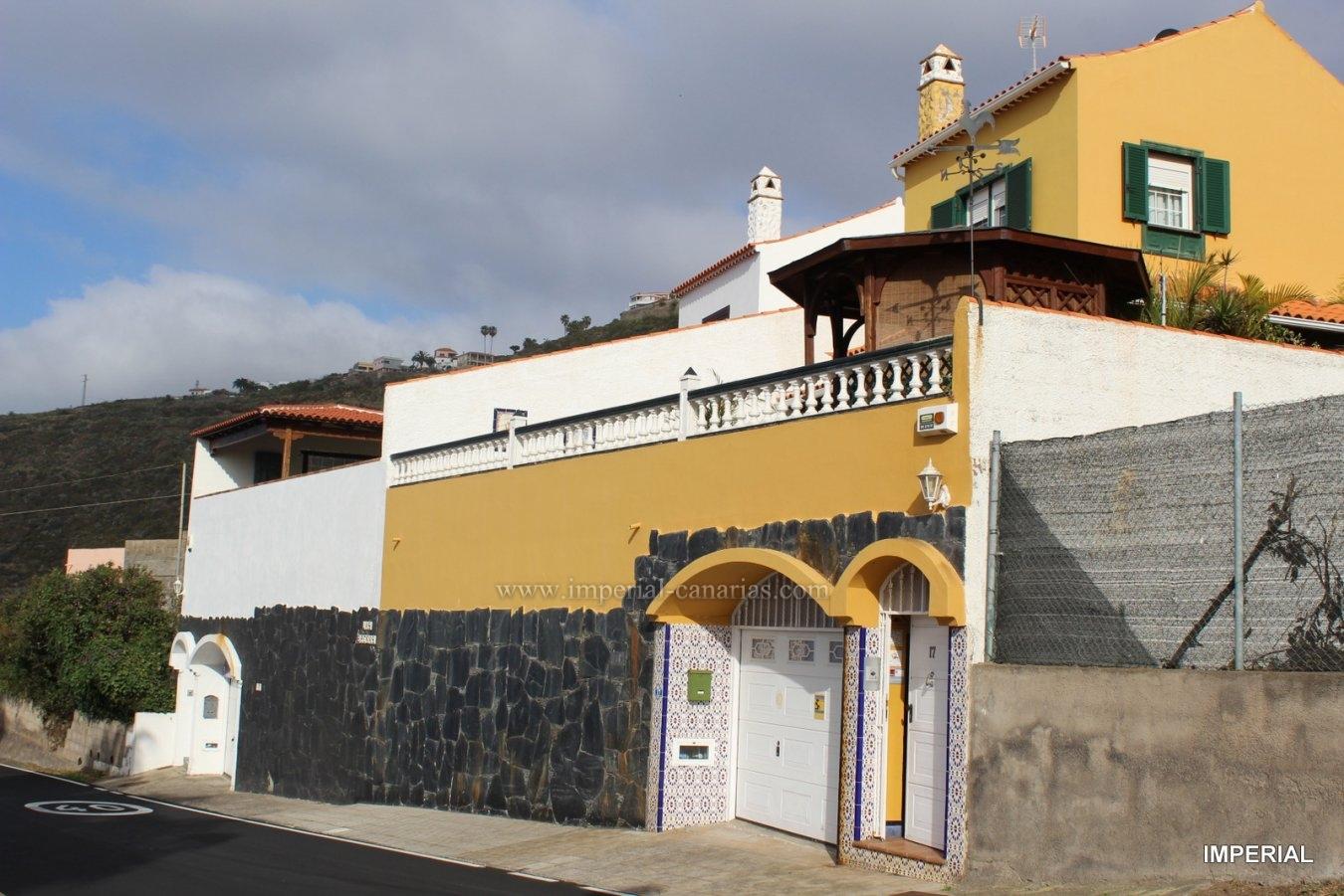 Schönes Reiheneckhaus in El Sauzal mit Pool, Sauna, Grill und Obstgarten, ideal für eine Familie.