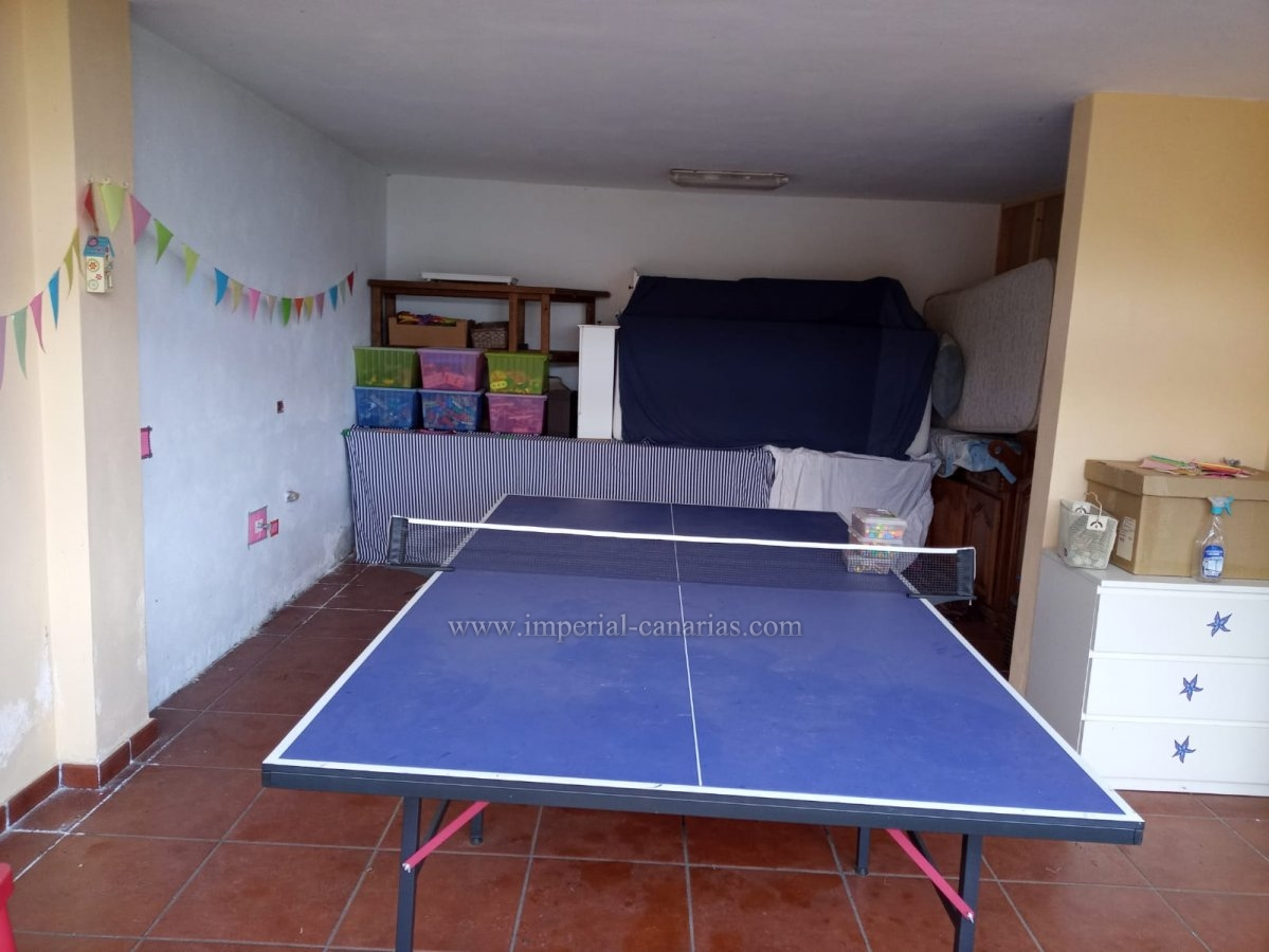 Large house in La Orotava. Quiet area but easy and fast access.