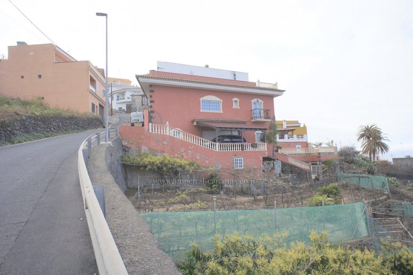 Amplia Casa unifamiliar en zona tranquila y con vistas bonitas