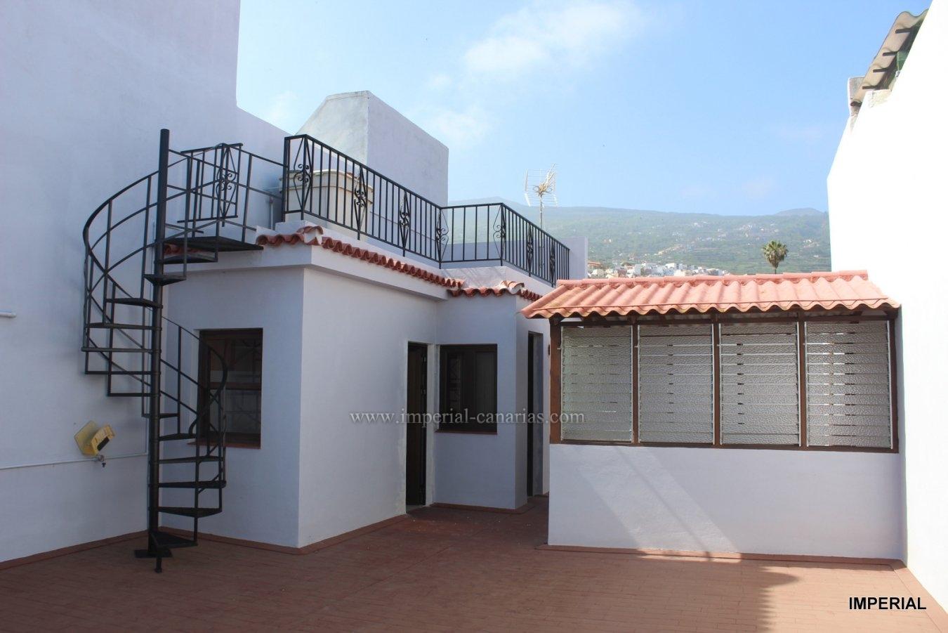 Casa terrera de dos plantas con bellísimas vistas al mar, montaña y Teide con muchas posibilidades  en La Orotava.