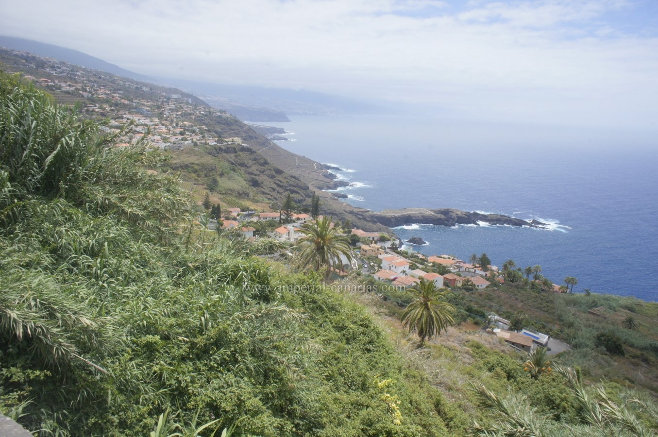 Finca with spectacular views of the entire north coast. Gallery water.