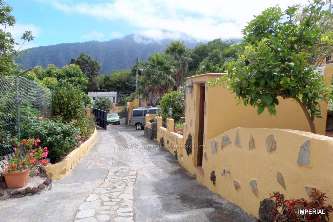 Magnífica finca con dos casas, se vende en La Orotava, en paraje de ensueño, para los enamorados de la naturaleza.