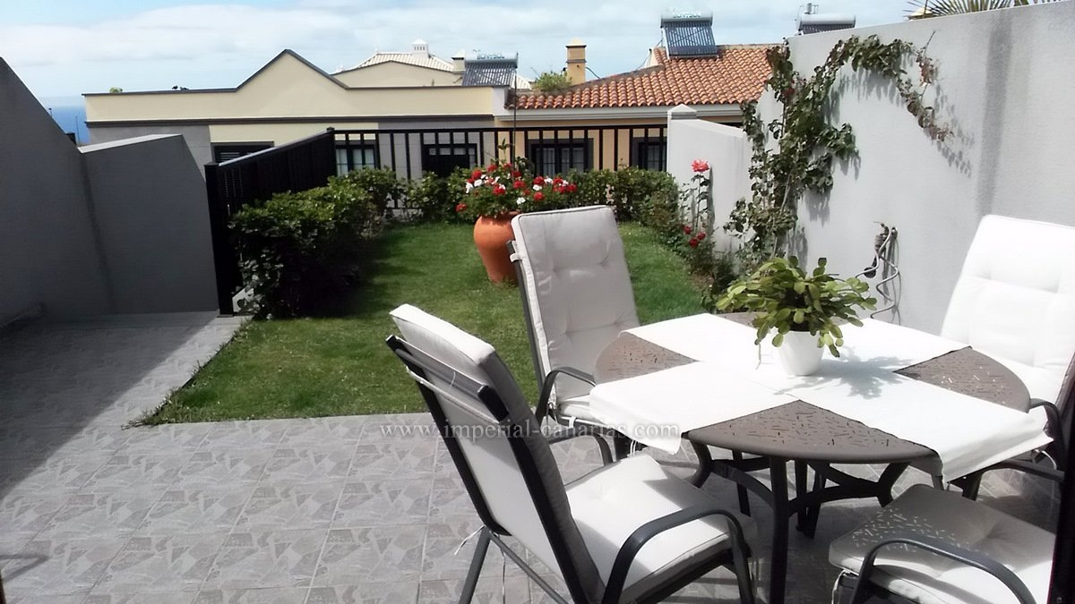 Charming townhouse in a residential complex with pool in La Quinta, Santa Úrsula