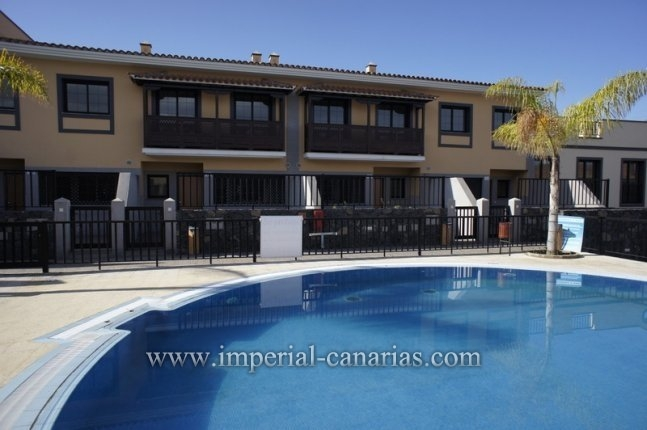 Prices Townhouse with beautiful terrace with three bedrooms and two bathrooms and communal poo