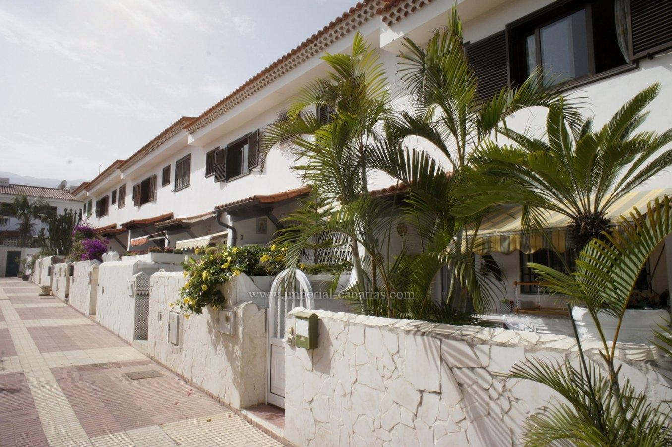 Espléndido adosado en la mejor zona de Puerto de la Cruz con garaje y terraza privada!