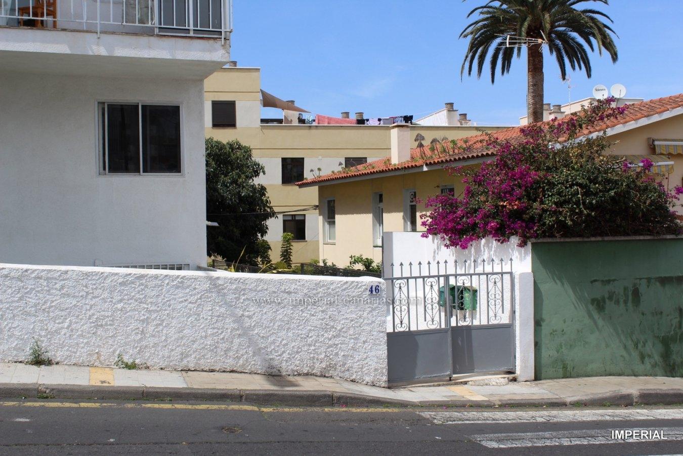 Gemütliche Wohnung komplett renoviert mit großer Terrasse und Garten mit vielen Möglichkeiten in der Gegend von San Fernando.