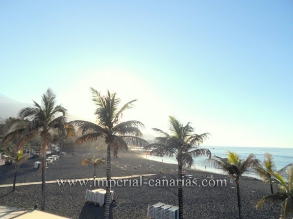 Corner apartment, with pool, garage, fully furnished 150 meters. from Playa Jardin.