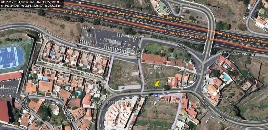 Zentral gelegenes Baugrundstück unweit des Einkaufszentrums La Villa.