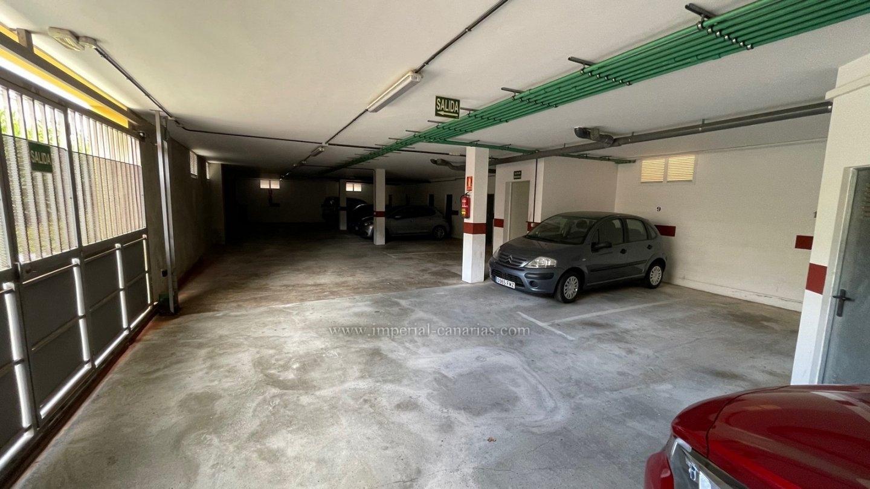 Coqueto apartamento completamente amueblado cerca de CC La Villa. Garaje!