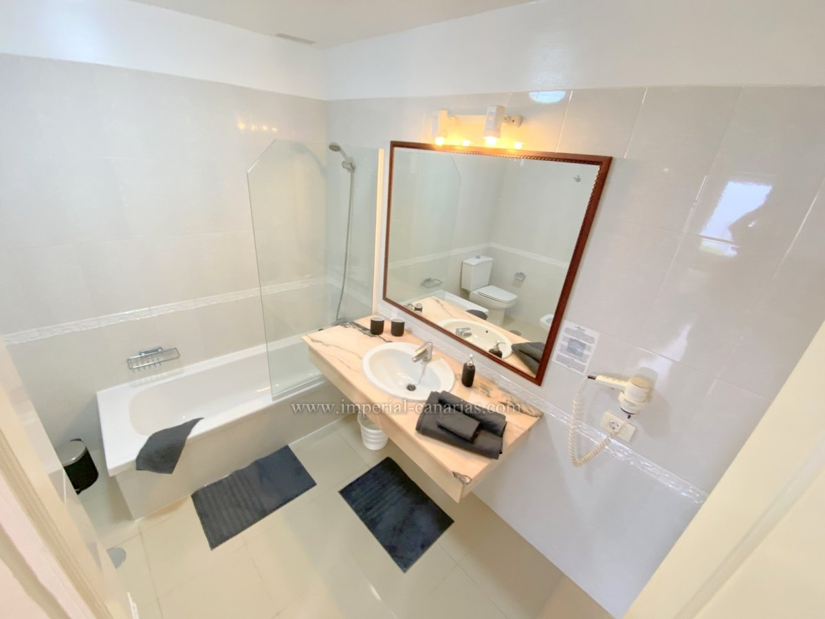 Live like God in a luxury complex!Beautiful bungalow flat with private entrance in one of the most beautiful complexes in the north of Tenerife.