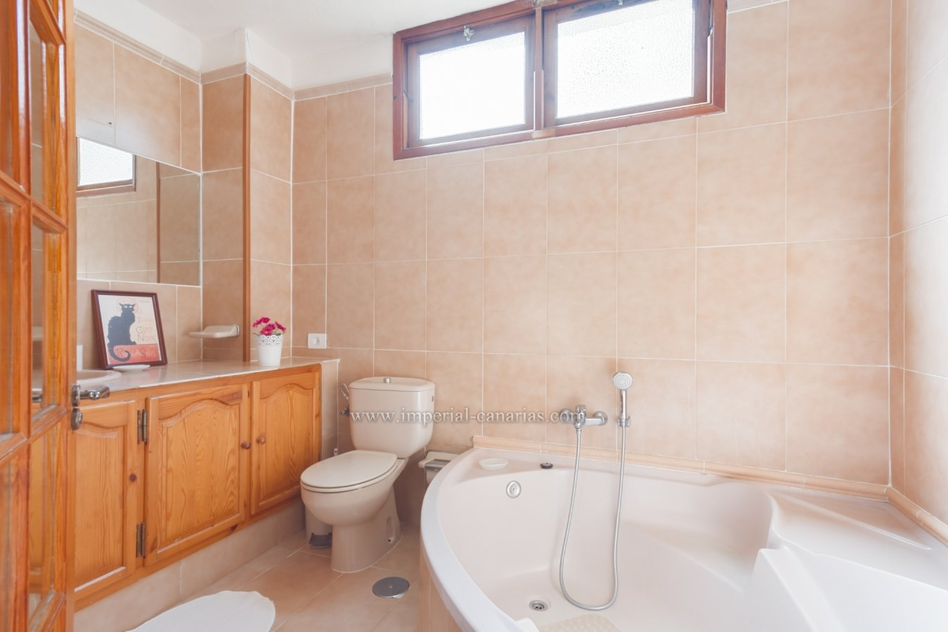 Charming house partially renovated in a quiet area with a lot of privacy