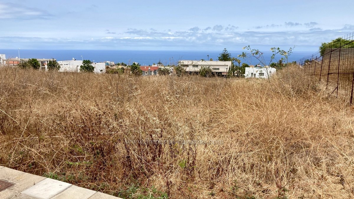 Plot for sale in best area