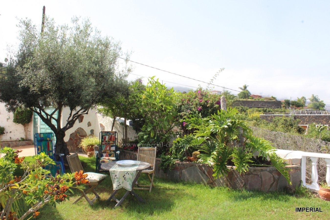 Fantastisches und schönes Einfamilienhaus mit zwei Etagen, mit vier Schlafzimmern, umgeben von einem Garten und mit spektakulärer Aussicht.