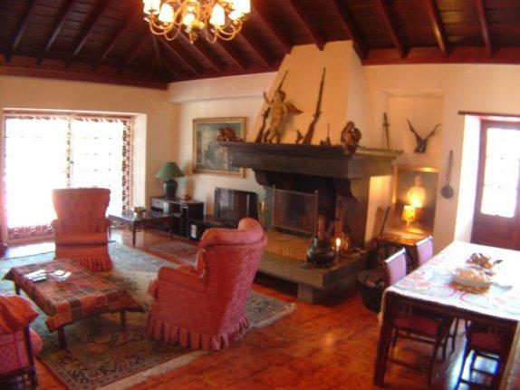 Einfamilienhaus in La Paz  -  Grosszügiger Bungalow in bester Wohngegend Puertos. Grosse Terrassen, ruhige Strasse.