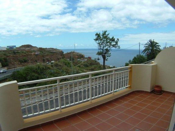 Reihenhaus in San Vicente  -  Duplexwohnung mit exklusiver Ausstattung nahe Socorrostrand mit Garagenplatz.