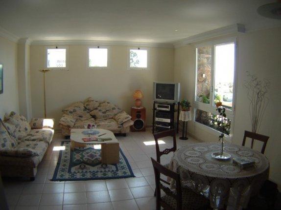 Wohnung in San Antonio  -  Neuwertige und großzügige 3 Zimmer Wohnung in ruhiger Lage nähe Stadtmitte.