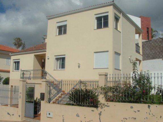 Einfamilienhaus in Puntillo del Sol  -  Schönes Haus in bevorzugter Wohnlage von La Matanza auf 2 Etagen mit Garten.