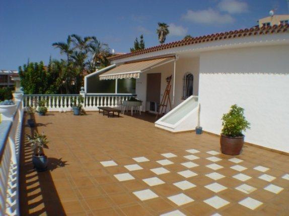 Einfamilienhaus in Puntillo del Sol  -  Großzügige Anlage aus erster Hand, mit einem Chalet und 3 Duplex-Wohnungen.
