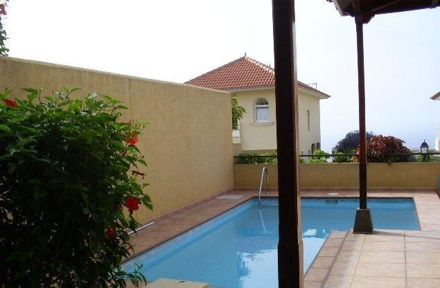 Doppelhaushälfte in Cuesta de la Villa  -  Doppelhaushälfte mit erstklassigen Baumaterialen mit Pool und Garten, Whirlpool, Terrasse.