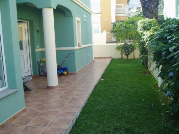 Duplex-chalets in Santa Ursula  -  Marvelous and spacious semi detached house with garden and garage for 2 cars.