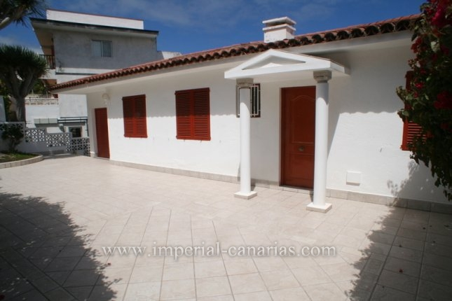 Chalet in La Paz  -  Lovely Chalet in first cliff line and in desireable area of La Paz.