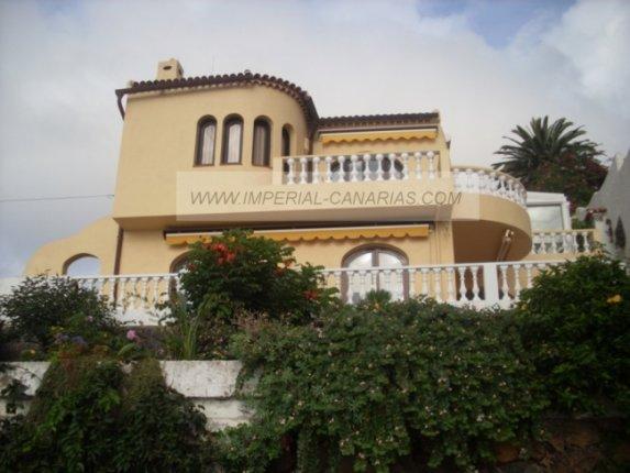 Einfamilienhaus in Tamaide  -  Einmaliges Haus in idealer Wohnlage, ruhig und mit fabelhaftem Ausblick.