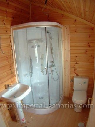 Precioso chalet de madera con 4 dormitorios!