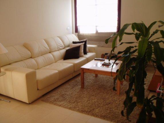Wohnung in La Montaña  -  Grossräumige nach aussenliegende, helle Wohnung mit drei Terassen.Grosse Zimmer mit innenverkleidete