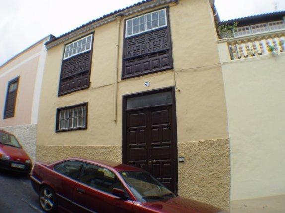 Kanarisches Haus in La Orotava  -  Grosses kanarischs Haus in Stadtnähe.